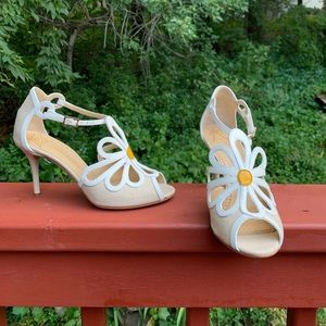 Charlotte Olympia 9M(39) cream/white open toe heel